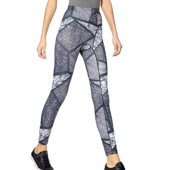 6991dbad9141c7 HUE Pants | Nwt Geo Animal Active Shaping Skimmer Size Xs | Poshmark